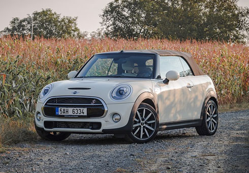 Is it time to sell your MINI Convertible? Find out how much it is worth in less than 60 seconds via our online car valuation calculator.