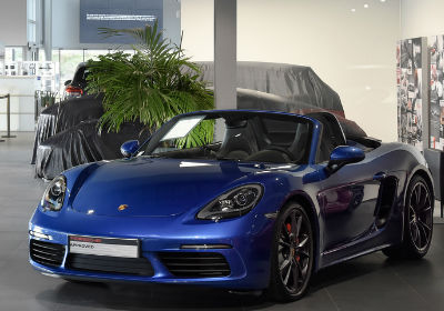 Looking to sell your Porsche 718 Boxster? Enter your reg to get your free car valuation and sell your car the easy way.